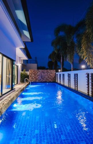 Modern Villa by Smart Home Modern Villa by Smart Home