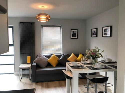 City Central Townhouse (3 Bedrooms) by BHR Apartments
