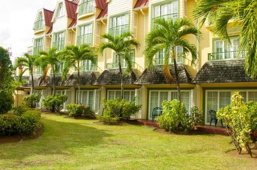 Rodney Bay Boulevard, Rodney Bay Village, Saint Lucia, Caribbean.