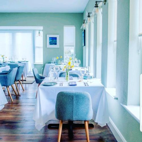 . Oar restaurant and Rooms