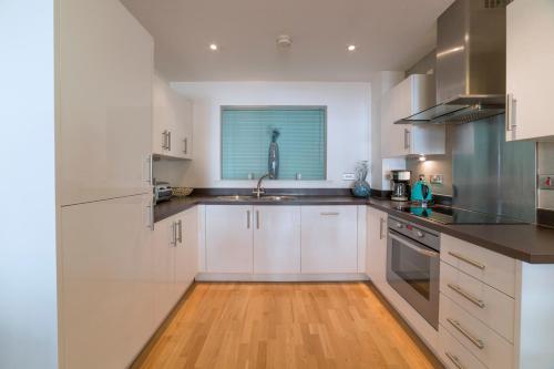 Exclusive Tower Bridge Apartment - image 6