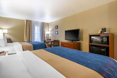 Comfort Inn & Suites North Springfield - Springfield, MO 65803