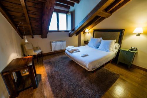 Suite Junior de 2 dormitorios  Hotel Balcón de la Cuesta 10
