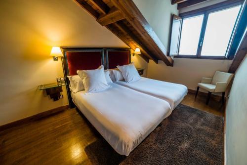 Suite Junior de 2 dormitorios  Hotel Balcón de la Cuesta 11