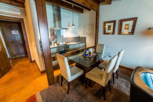 Suite Junior de 2 dormitorios  Hotel Balcón de la Cuesta 12
