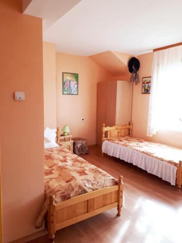 Hadjibulevata Guest House - Photo 4 of 36