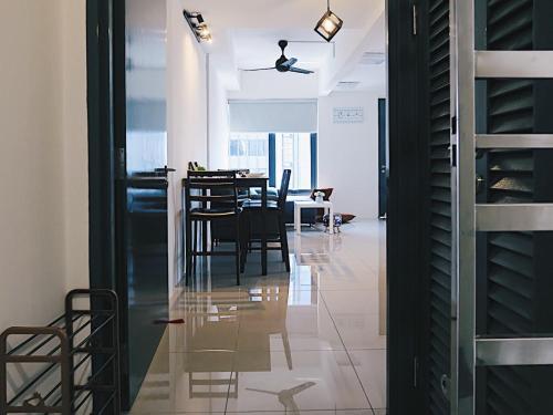 Urban-Living Studio in Heart of Georgetown @ Tropicana 218 Macalister, Pulau Penang