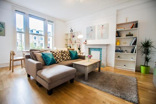 2 Bedroom Olympia Kensington, London