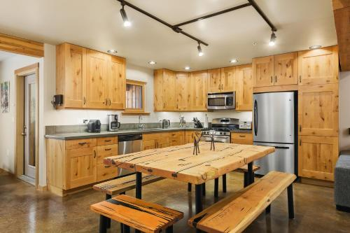 The Mountain Project #2 - Chalet - Rossland