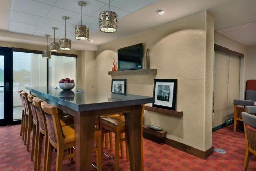Hampton Inn Milwaukee Brookfield - Brookfield, WI WI 53045