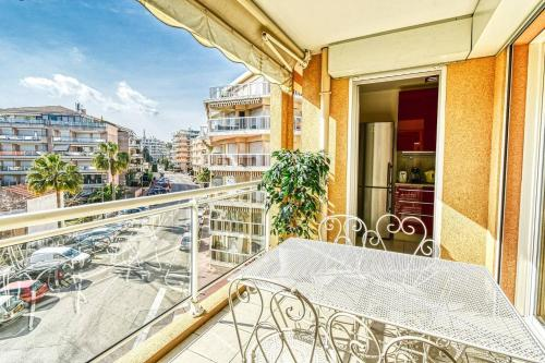 . HESPE - Beautiful 2 bed apartment only 50m from the beach!