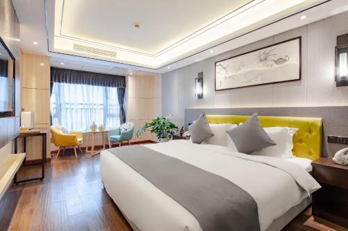 . Four Seasons To Shu Hotel