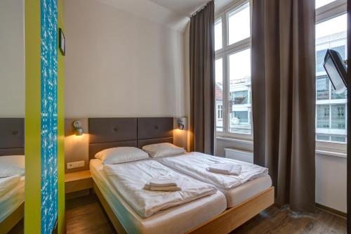 Meininger Hotel Berlin Mitte - Photo 2 of 50