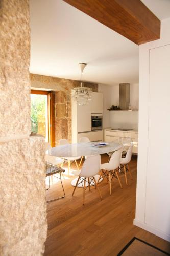 Two-Bedroom House - single occupancy Os Lambráns 3
