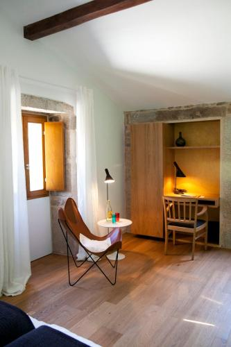 Double or Twin Room - single occupancy Os Lambráns 9