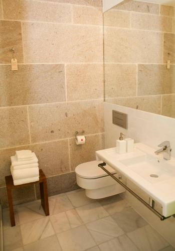 Double or Twin Room - single occupancy Os Lambráns 16