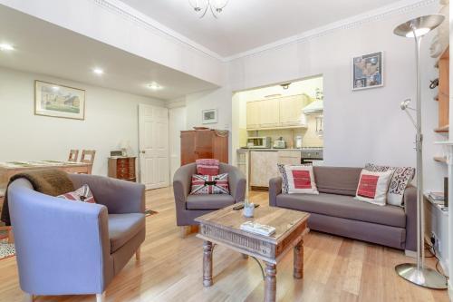 Central 2 Bedroom Pimlico Flat