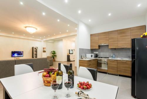 . Serviced Apartment on Rustaveli Avenue 7