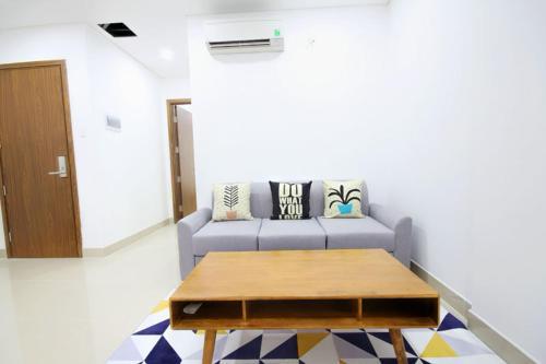 COZY 2 bedroom apartment with balcony near HCMC center, Quận 2