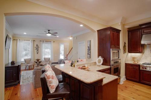 . Luxury 3Bed Townhome in Historic Downtown Savannah