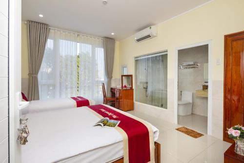 . Phu Quynh Hotel