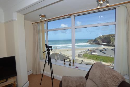 3 Bedroomed Holiday Home, Sea Views, Family Friendly - Sea Spray, Portreath, Cornwall