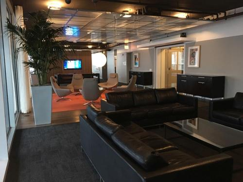 Corporate Suites In The Heart Of Magnificent Mile
