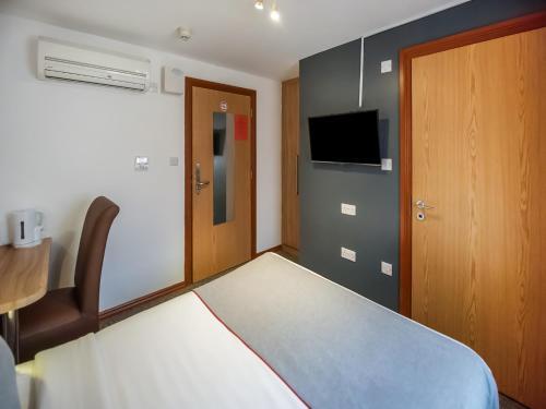 OYO Arinza Hotel - Photo 5 of 24