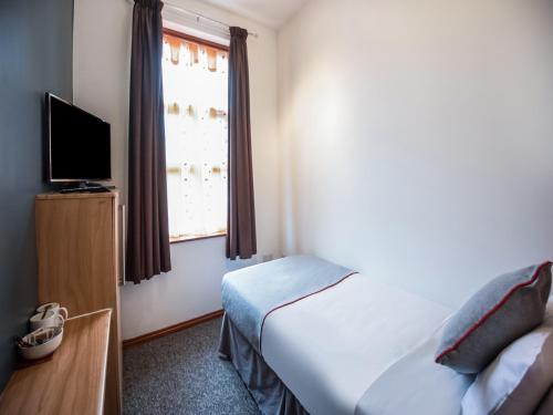 OYO Arinza Hotel - Photo 4 of 24
