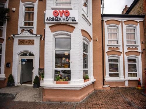 OYO Arinza Hotel - Photo 1 of 24