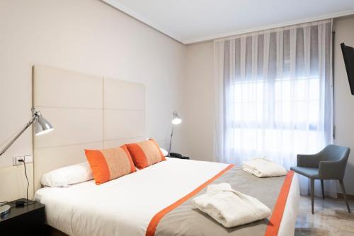 Aparthotel Los Girasoles - Hotel - Zaragoza
