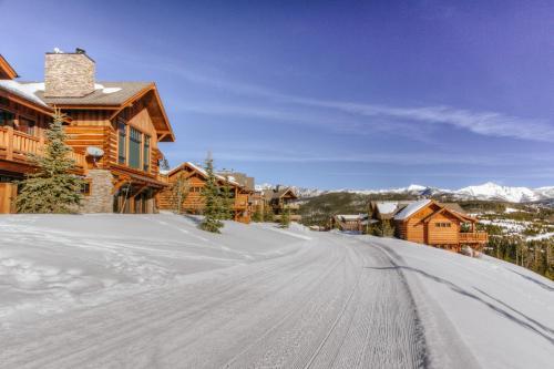 . Montana Mountain View Luxury Suite