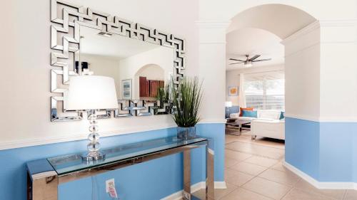 Windsor Hills 6 Bedrooms Pool Villa, 2.5 miles to Disney - 2607DS Main image 2