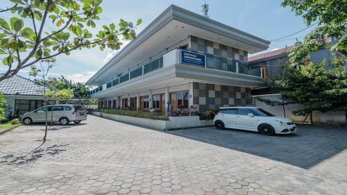 . RedDoorz Syariah near Sepinggan Airport Balikpapan