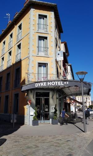 . Dyke Hotel
