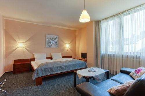 . FF&E Hotel Carlton
