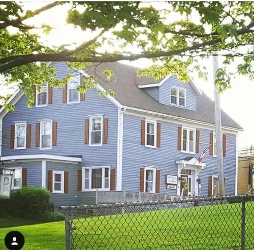 . Willow House Inn B&B