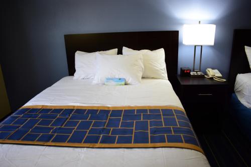 Days Inn By Wyndham Augusta - Augusta, ME 04330