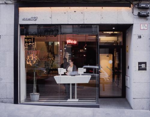 NUMERO, Calle de las Fuentes, 13, 28013 Madrid, Spain.