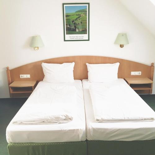 Doppelzimmer mit eigenem Bad (Double Room with Private Bathroom)