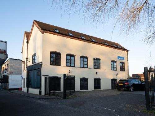 Atz&H Inn Wolverhampton