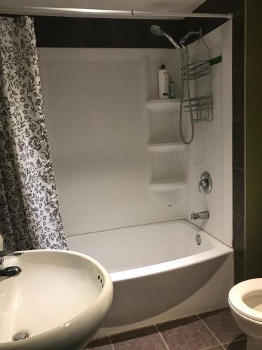 Emerald House Central Edmonton - Edmonton, AB T5B 3S6