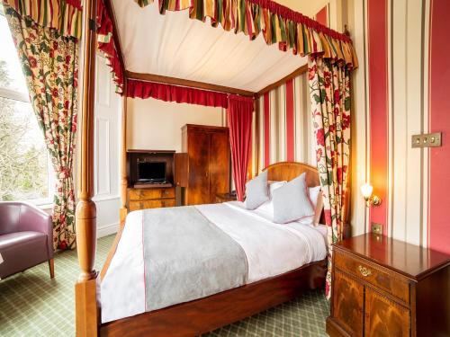 Redstone Hotel