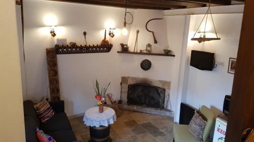 Michalis Anoyia Traditional Stonehouse - Photo 3 of 31