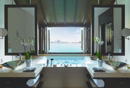 PO Box 71607, East Crescent, Palm Jumeirah, Dubai.
