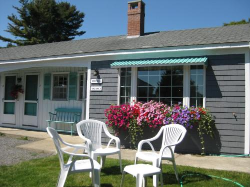 Mid-Town Motel - Boothbay Harbor, ME 04538