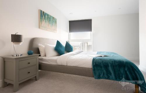 Platinum Contemporary 2Br Apartment With Balcony
