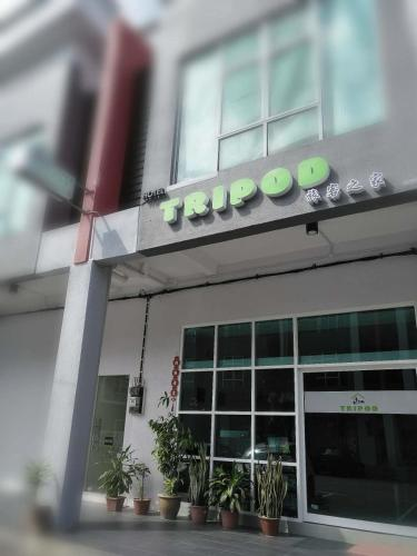 Tripod Hotel