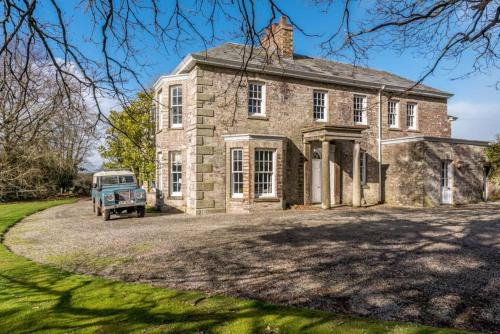 Secluded Manor House With Pool And Tennis Court, Bodmin, Cornwall
