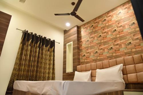 A-HOTEL com - Manje Bistre, Hostel, Amritsar, India - price